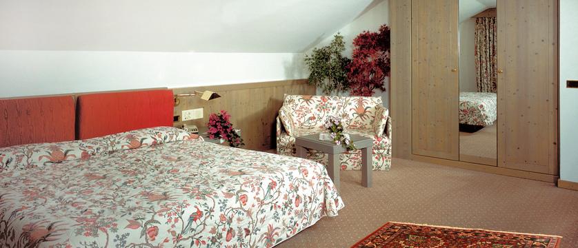 italy_dolomites_campitello_park-hotel-rubino_bedroom.jpg